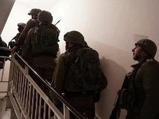 قوات الاحتلال تعتقل 5 شبان من مختلف محافظات الضفة الغربية