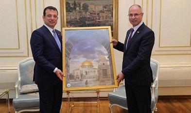 السفير الفلسطيني يبحث مع رئيس بلدية اسطنبول أوضاع فلسطينيي سورية