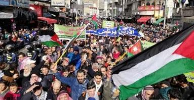 مسيرة شعبية حاشدة في الأردن رفضاً لصفقة ترامب
