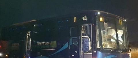 إعلام عبري: تضرر حافلة للجيش الإسرائيلي قرب بلدة الرام شمال القدس
