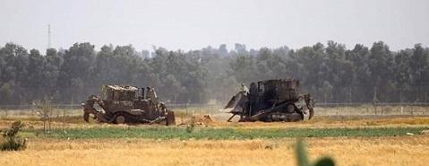 توغل إسرائيلي محدود شرق خانيونس واستهداف المزارعين وسط القطاع