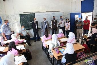 القائم بأعمال شؤون الأونروا في سورية يزور مدرسة تديرها الوكالة في دمشق