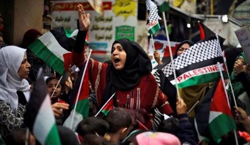 «الديمقراطية» تدعو لوقف الاجراءات الظالمة بشأن العمال الفلسطينيين وتشريع حقهم بالعمل