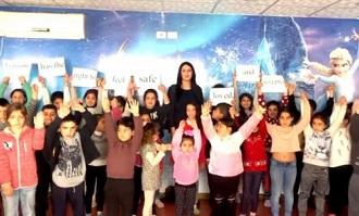 معلمة فلسطينية وابنتها تفوزان بالجائزة الذهبية بمسابقة الذكاء الاصطناعي في الولايات المتحدة