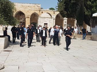 مستوطنون يقتحمون المسجد الأقصى بحراسة أمنية مشددة