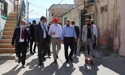 وزير الخارجية الكندي يزور مُخيّم جرش للتعرّف على أوضاع اللاجئين الفلسطينيين