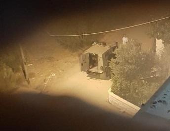 جيش الاحتلال يعتقل مواطنا وزوجته ونجلهما في الخليل