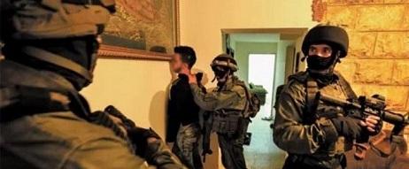 قوات الاحتلال تعتقل شبان من الضفة ومستوطنون يقتحمون أماكن أثرية في نابلس