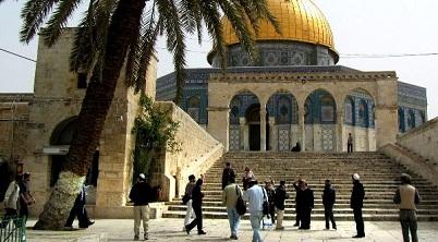 مستوطنون يقتحمون باحات المسجد الاقصى
