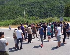 فلسطينيو سورية يشكون أوضاعاً مزرية في مخيم ثيرموبوليس وسط اليونان