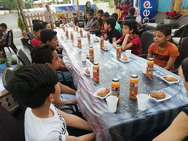 مأدبة إفطار رمضاني للأطفال الفلسطينيين السوريين في صيدا