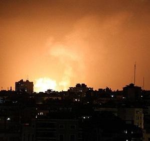 قصف إسرائيلي لعدة مواقع عسكرية في قطاع غزة