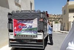 أهالي مخيّم جرش في الأردن يرسلون شاحنة مساعدات للنازحين السوريين على الحدود