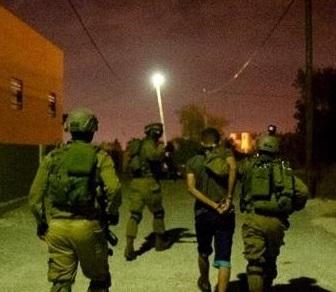 جيش الاحتلال يعتقل (3) مواطنين بالضفة الغربية بينهم شقيقة منفذ عملية