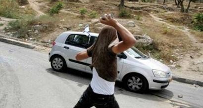 الاعلام العبري: اصابة ثلاث مستوطنين بجروح طفيفة بعد رشقهم بالحجارة