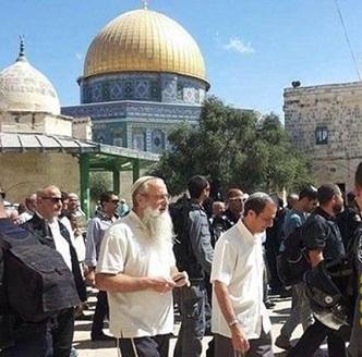 مستوطنون يقتحمون باحات الأقصى تحت حراسة قوات الاحتلال