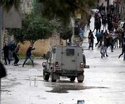 مواجهات عنيفة في اللبن الشرقية خلال اقتحام جيش الاحتلال