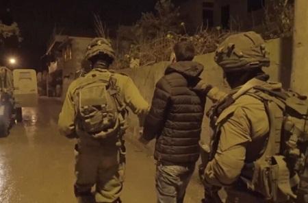 الاحتلال يعتقل طبيباً من مُخيّم عسكر الجديد وأسيرين محررين من مُخيّم جنين