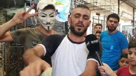 شاب فلسطيني يمزّق جواز سفره الأجنبي: بدنا فلسطين وبس!