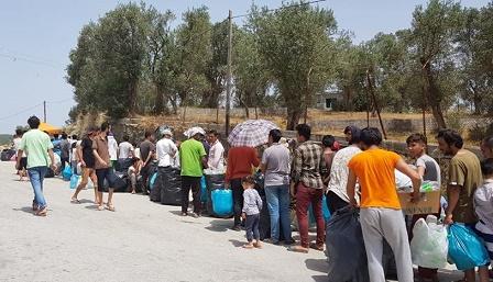 مهاجرون في اليونان: ساعات وقوف طويلة للحصول على الطعام والماء البارد