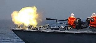 زوارق الاحتلال الحربية تستهدف مراكب الصيادين في بحر رفح