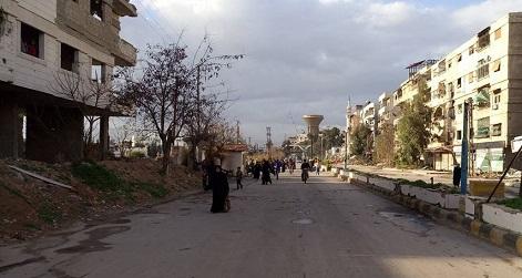 خروج عدد من الطلاب الجامعيين من مخيم اليرموك لتأدية امتحاناتهم في جامعاتهم بدمشق