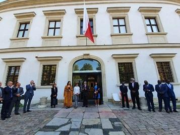 سفارة فلسطين في بولندا تنظم جولة للدبلوماسيين في معرض