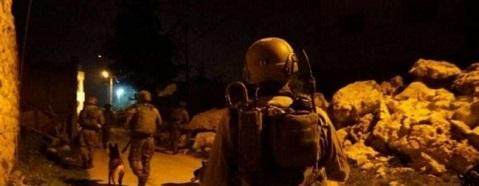 اندلاع مواجهات بالقدس وقوات الاحتلال تداهم منازل المواطنين وتعتقل شبان وأسرى محررين من الضفة