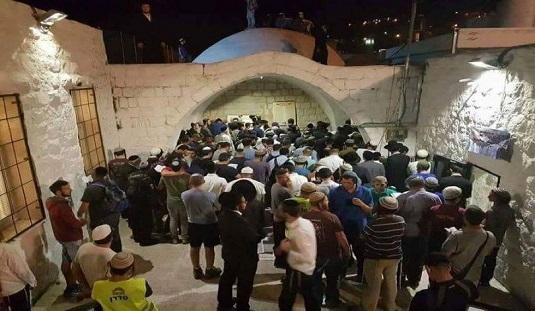 إصابات خلال تصدّي مواطنين لاقتحام المستوطنين مقام يوسف