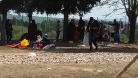 اليونان توقف مؤقتاً خطة مراكز احتجاز اللاجئين المغلقة