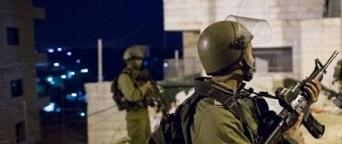 قوات الاحتلال تستولي على آلاف الشواكل بالخليل وتعتقل (6) مواطنين في الضفة