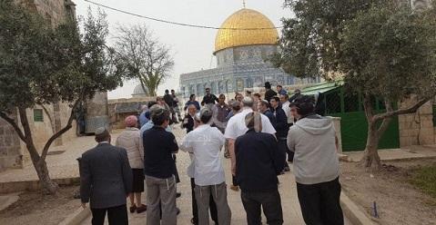 وزير الرزاعة الإسرائيلي برفقة المستوطنين يواصلون اقتحام