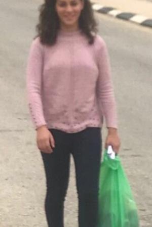 الاحتلال يُفرج عن الطفلة رزان أبو سل من مخيّم العرّوب