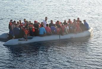 تركيا توقف 33 فلسطينياً أثناء محاولتهم الوصول إلى اليونان