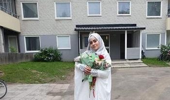 مدرسة سويدية تكرم طالبة فلسطينية سورية لتفوقها الدراسي