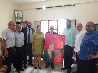 الوفد الكوبي يلتقي قيادة الجبهة الديمقراطية ويجول في مخيم شاتيلا