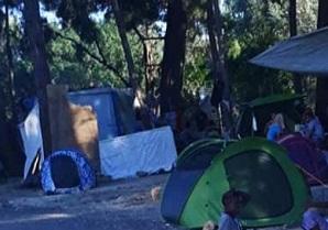 450 فلسطينياً سورياً في مخيم القارورة بجزيرة كيوس اليونانية يعيشون ظروفاً إنسانية قاهرة