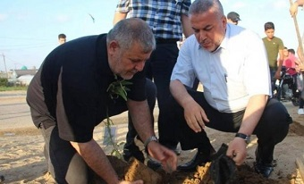 زرع أشجار شهداء مسيرة العودة بالقرب من السياج الفاصل شرق قطاع غزة