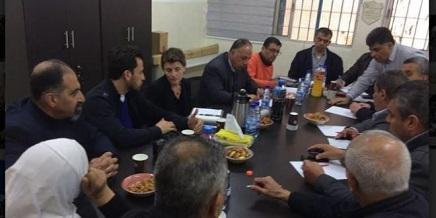 مديرة عمليات الوكالة في الضفة الغربية تبحث مع اللجنة الشعبية أوضاع مخيم الدهيشة