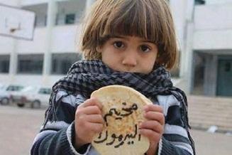 أهالي اليرموك يطالبون بفك الحصار عن مخيمهم وإدخال المواد الغذائية والطبية إليه
