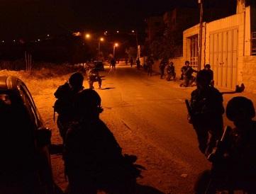 حملة مداهمات واعتقالات شملت (12) مواطناً بالضفة الغربية