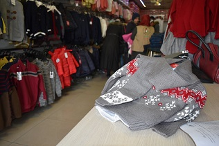 توزيع ملابس شتوية على 120 طفلاً فلسطينياً يتيماً في دمشق