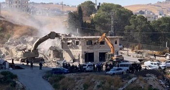 الاحتلال يخطر بهدم عمارة سكنية ومنزلين شمال نابلس