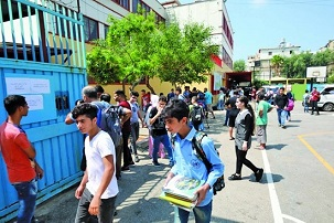 »الأونروا« تفصل 17 مدرسًا من مدارسها بلبنان