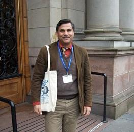 أكاديمي فلسطيني يُقدّم محاضرةً علميةً في جامعة سالفورد البريطانية
