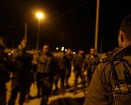 حملة اعتقالات ومداهمات بمنازل المواطنين في الضفة الغربية