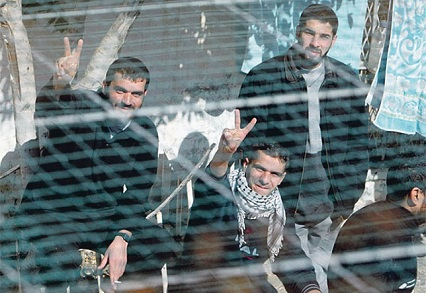 «الديمقراطية»: تهنئ أسرانا البواسل وعوائل شهداء شعبنا بعيد الأضحى المبارك