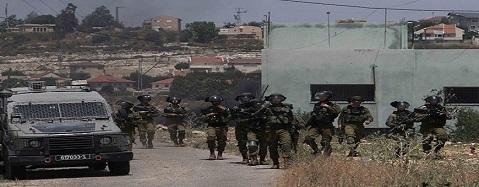 جيش الاحتلال يعتدي بالضرب على مواطن ونجله ويستولي على مبالغ مالية