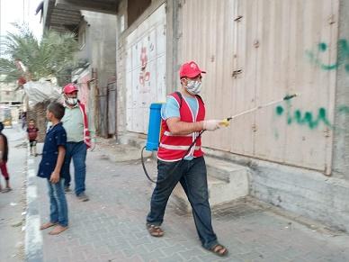 «الديمقراطية» تكثف حملات التعقيم وتوزيع أداوت السلامة في الشيخ رضوان والشاطئ للوقاية من «كورونا»
