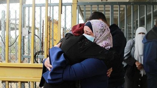 الأسيرة أزهار قاسم من مُخيّم جنين تُعانق الحريّة